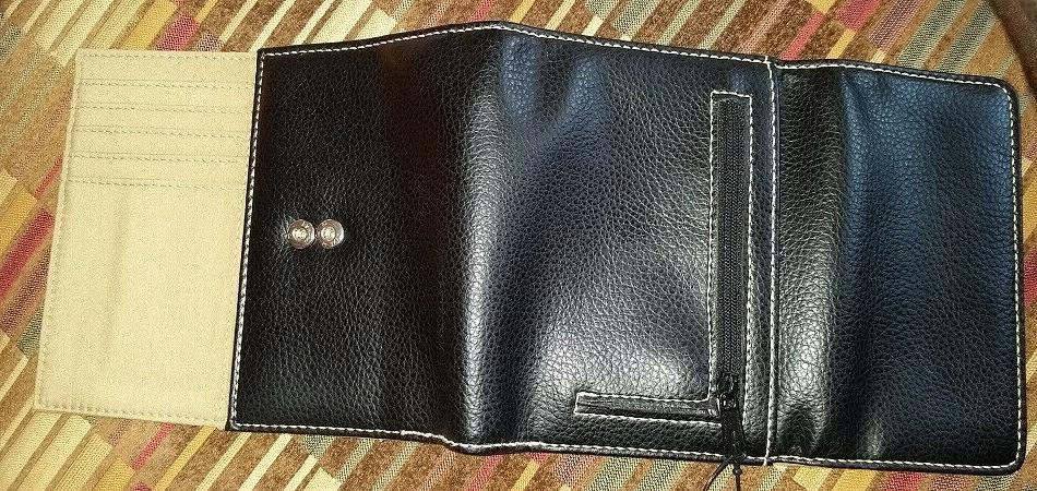 NWT Simple Pebbled Trifold Wallet