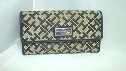 Tommy Hilfiger Woman's Wallet Black Tan Tri-Fold Checkbook C